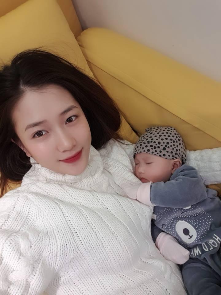 Nhan sắc mòn con mắt của cựu hot girl Hà thành sau khi sinh con đầu lòng