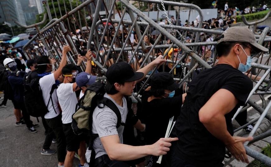 'Biển người' tiếp tục biểu tình, Hong Kong hoãn thảo luận dự luật dẫn độ