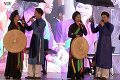 Quan ho folk art troupe makes performance tour in Europe