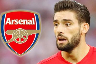 """Arsenal đạt thỏa thuận chiêu mộ """"trai đẹp"""" Carrasco"""