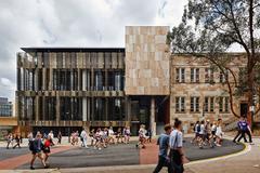 Tặng vé máy bay khi du học University of Queensland, Úc