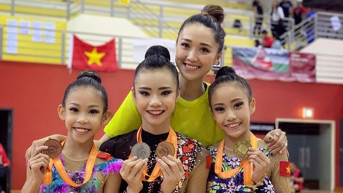 Vietnam's rhythmic gymnasts win two golds at Singapore Open