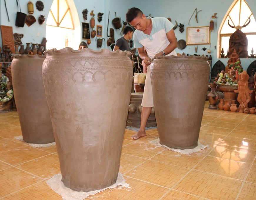 Bau Truc pottery village in Ninh Thuan blooms with new products