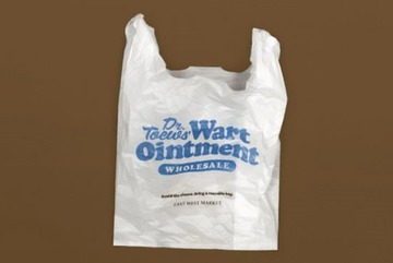 Siêu thị thiết kế túi nilon khiến khách hàng 'phát ngượng'