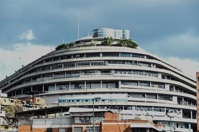 Biểu tượng thịnh vượng của Venezuela biến thành nhà tù cũ nát