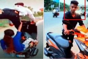 Nam thanh niên đứng 1 chân lái xe và bốc đầu liều mạng