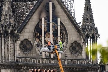 Thủ tướng và Thượng viện Pháp bất đồng quan điểm về Nhà thờ Đức Bà