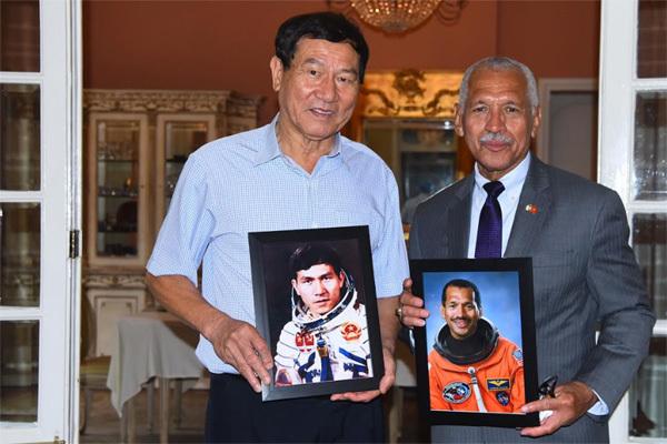 Cuộc gặp đặc biệt của hai vị tướng, nhà du hành vũ trụ Việt - Mỹ