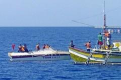 Tàu Việt Nam cứu 22 ngư dân Philippines bị tàu TQ đâm trên Biển Đông