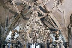 Nhà thờ cổ trang trí hàng chục nghìn bộ xương người