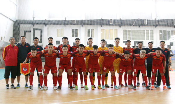 Vietnam U20 beat Mes Sungun of Iran in futsal friendly match