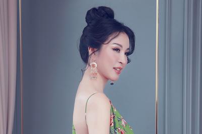 U50, MC Thanh Mai vẫn bạo dạn khoe lưng trần