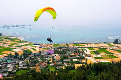 Ly Son to host debut paragliding festival in late June