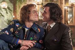 'Rocketman' khai thác mối tình đồng tính của Elton John và quản lý đẹp trai