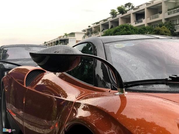 Siêu xe đắt nhất Việt Nam 'tắm mưa' giữa Sài Gòn