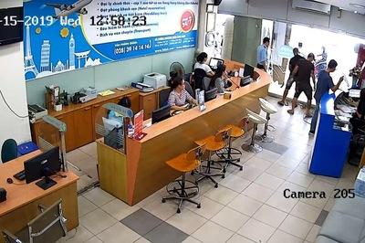 Nhóm người xăm trổ khủng bố doanh nghiệp giữa trung tâm TP HCM