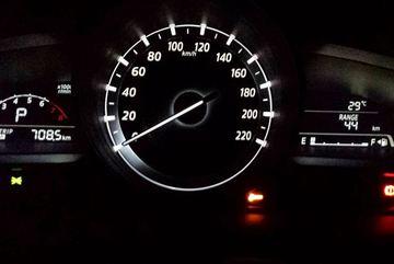 Hậu quả chạy xe ô tô khi xăng sắp cạn bình