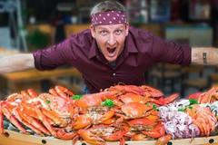 Thử thách ăn 30 kg hải sản 'ngập' cua hoàng đế, tôm hùm