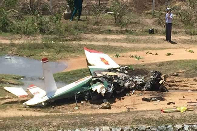Two pilots die in military plane crash in Khanh Hoa