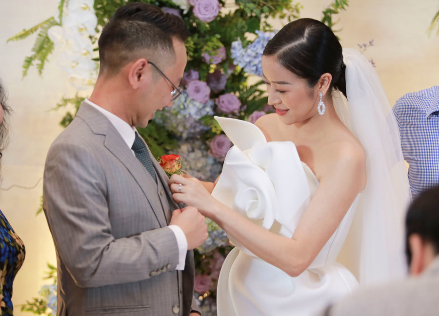 Biên tập viên VTV tiết lộ chuyện tình với MC Phí Linh trong lễ cưới