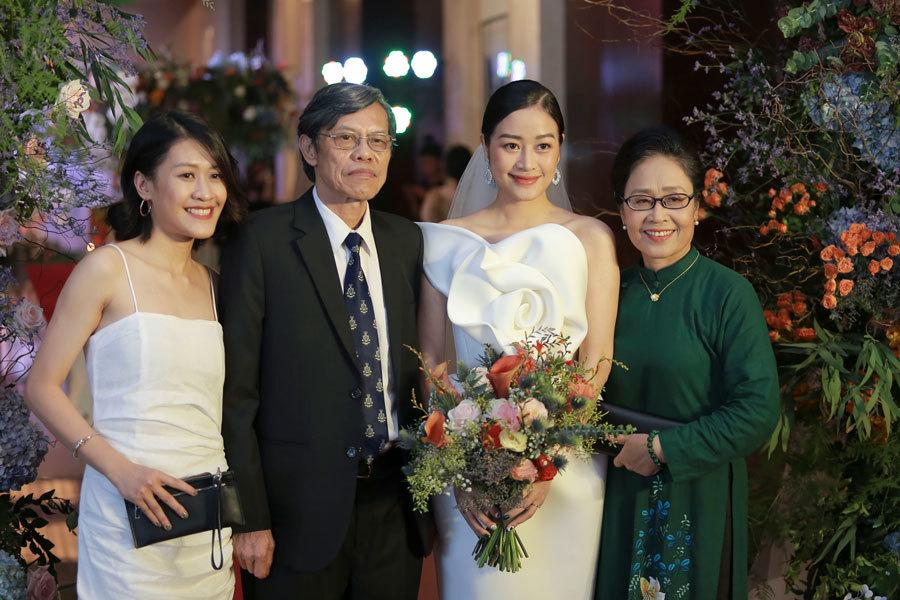 Biên tập viên VTV tiết lộ chuyện tình với MC Phí Linh trong lễ cưới - Ảnh 2.