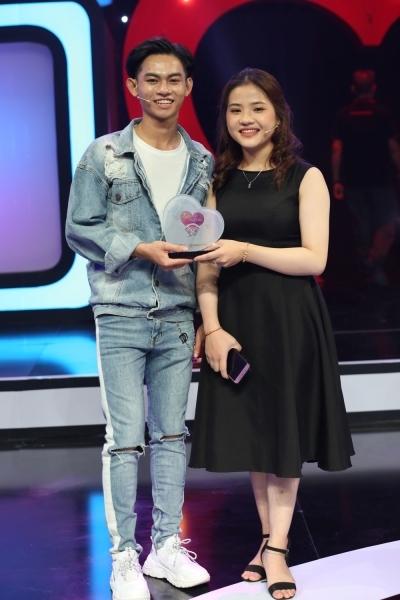 Con gái Lê Giang 'phát cuồng' vì chàng trai vô địch yoga toàn quốc