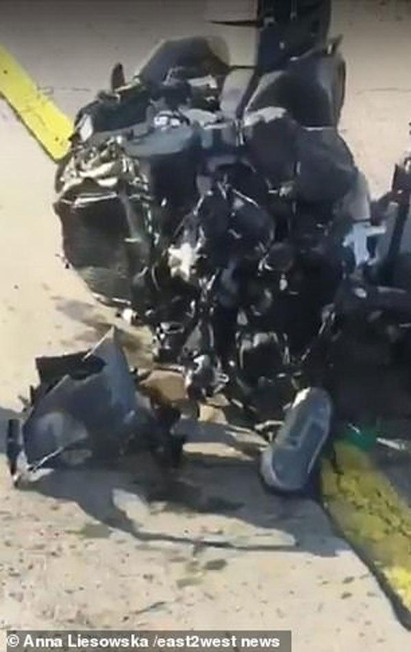 Lái xe 130 km/giờ bằng chân và nhắn tin, blogger nổi tiếng thiệt mạng