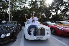 Thiếu gia trong đoàn siêu xe 330 tỷ cùng Cường ĐôLa, vợ siêu mẫu giàu cỡ nào?
