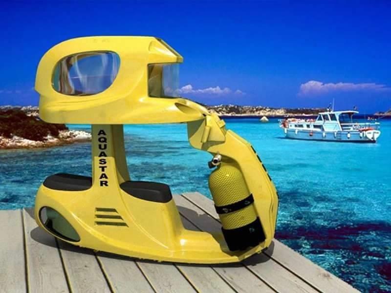 Xe gắn máy 'đặc biệt' dùng để di chuyển và chơi đùa dưới nước