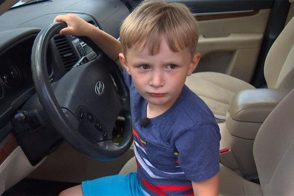 Bé trai 4 tuổi tự lái xe SUV đi mua kẹo