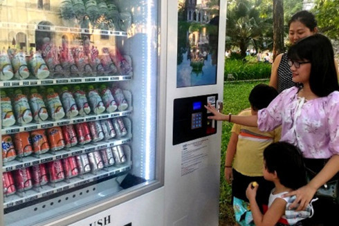 Hanoi to install more automatic vending machines in public areas