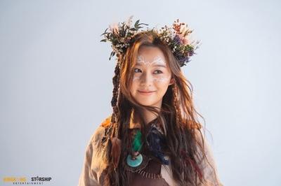 Phong cách 'rừng rú' không dìm được nhan sắc diễn viên Hậu duệ mặt trời