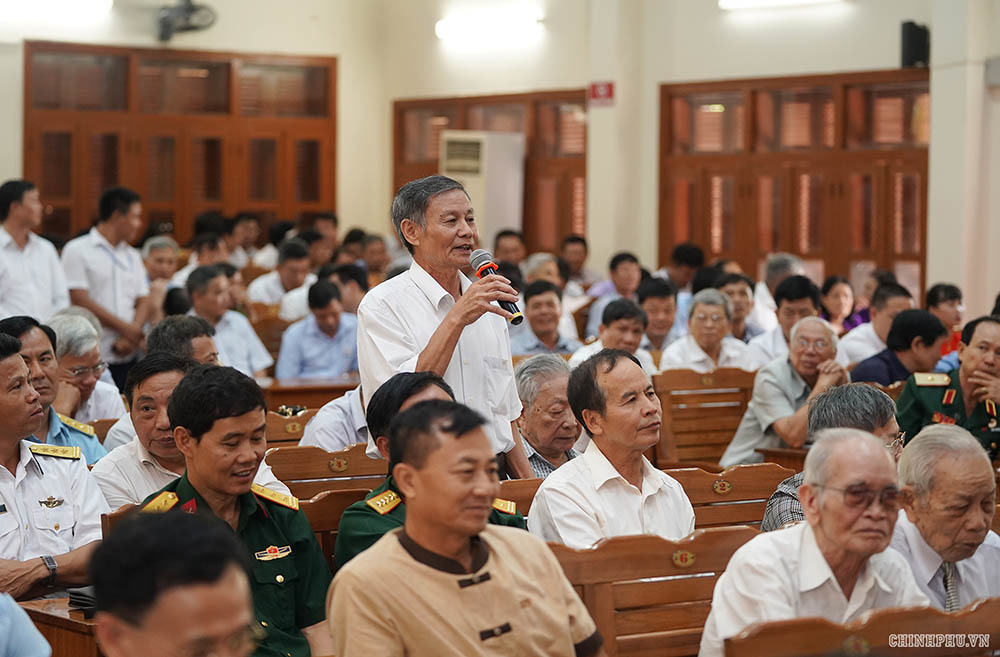 Hình ảnh Thủ tướng Nguyễn Xuân Phúc tiếp xúc cử tri Hải Phòng