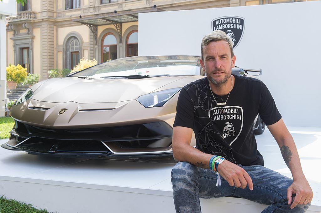 Dàn trai đẹp diện đồ đúng chất đọ dáng siêu xe Lamborghini