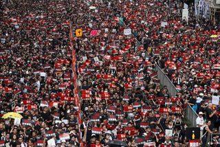 Hong Kong lại xảy ra biểu tình rầm rộ