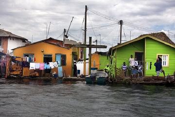 Bật mí cuộc sống ở hòn đảo không có một con muỗi, không nhà cao tầng