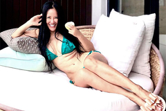 Diva Hồng Nhung diện bikini khoe thân hình nóng bỏng ở tuổi U50