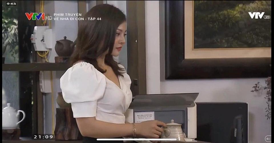 Nữ thư ký sexy bị đuổi việc trong 'Về nhà đi con' là MC truyền hình nóng bỏng