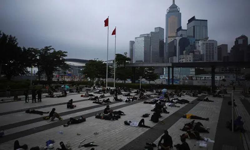 Lãnh đạo Hong Kong xin lỗi, 'biển người biểu tình' không buông