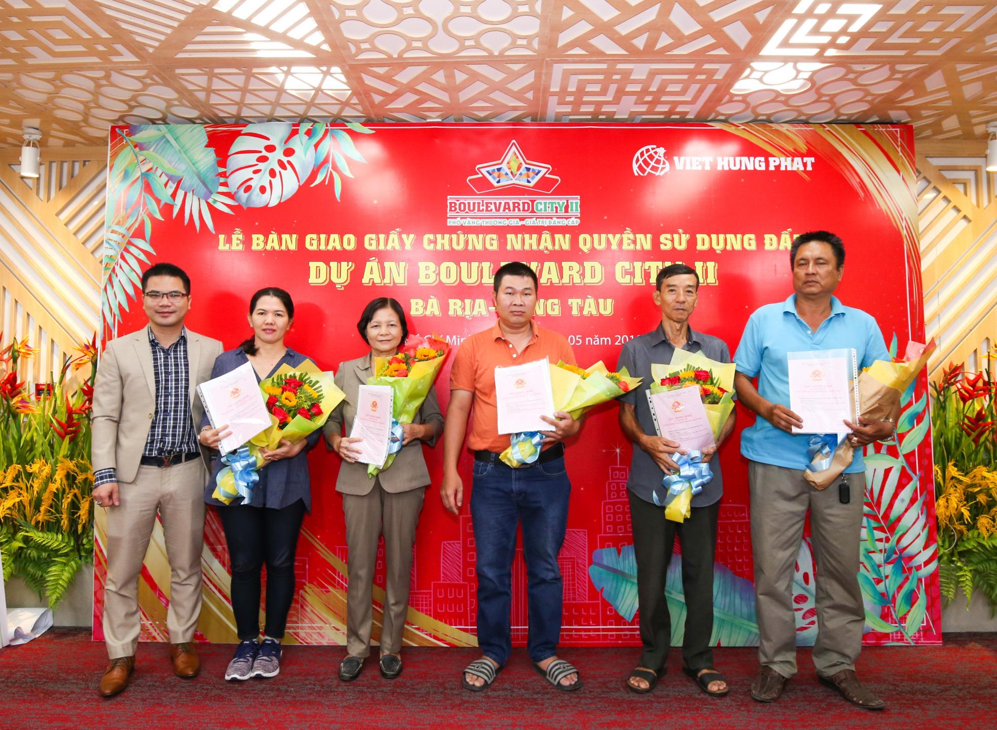 Việt Hưng Phát trao hàng trăm sổ hồng cho khách hàng tại Boulevard City Bà Rịa - Vũng Tàu