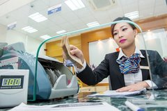 VN commercial banks looking to list