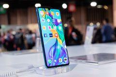 Smartphone Huawei có thể sụt giảm doanh số đến 60% trong năm 2019