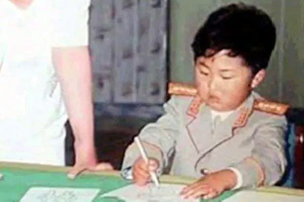 Tiết lộ những món quà đặc biệt Kim Jong Un nhận được thời thơ ấu