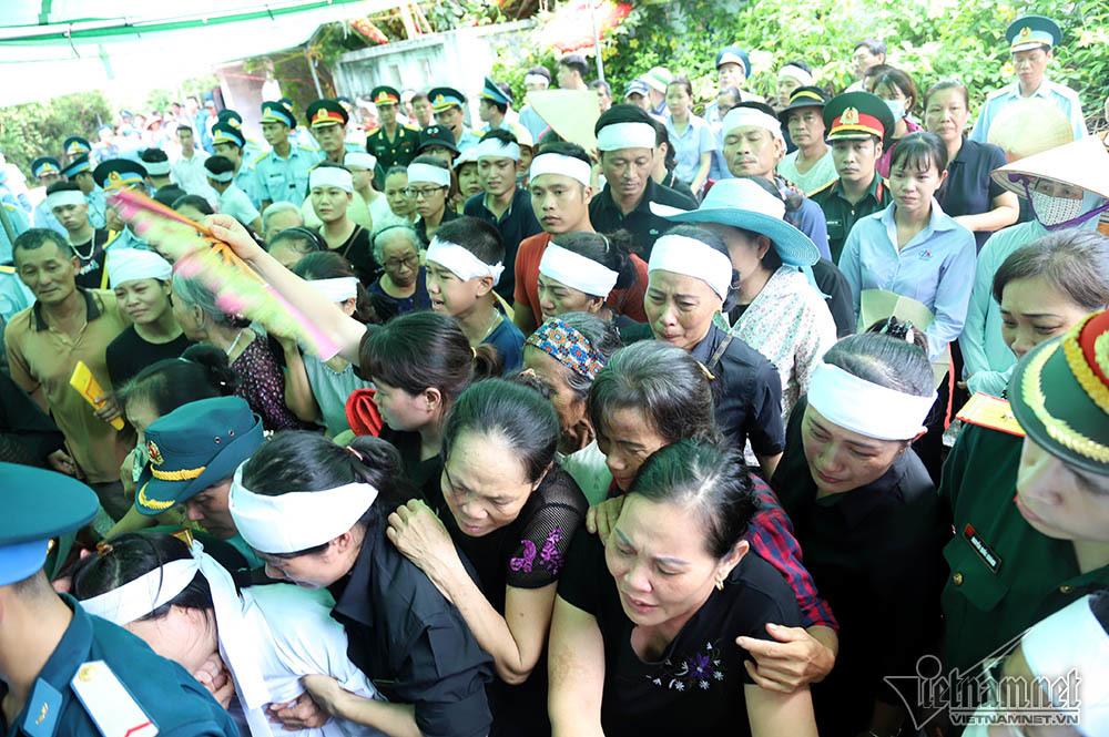 Xã ven đô Hà Nội nghẹn ngào tiễn đưa Thiếu tá phi công về đất mẹ