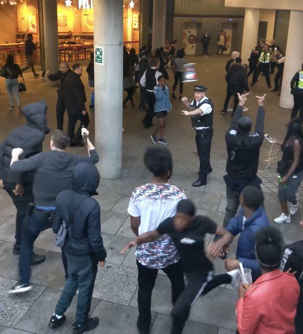 London,cảnh sát,băng đảng,ẩu đả,tấn công,bạo loạn,Anh