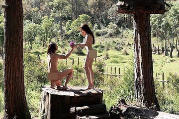 Cặp đôi chụp khỏa thân ở Đà Lạt bị gỡ ảnh và nhắc nhở