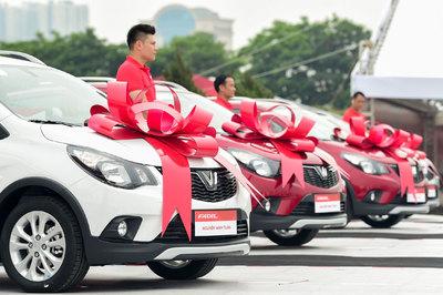 1 ngày, giao 650 xe Fadil đến tay khách