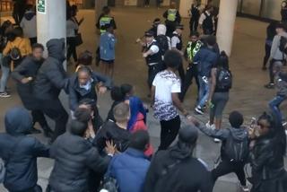 Hơn 100 thanh niên ném chai lọ tấn công cảnh sát ở London