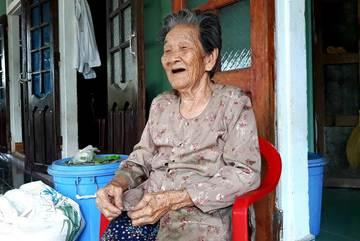 Cụ bà Quảng Trị 102 tuổi có 12 người con, 176 cháu nội ngoại