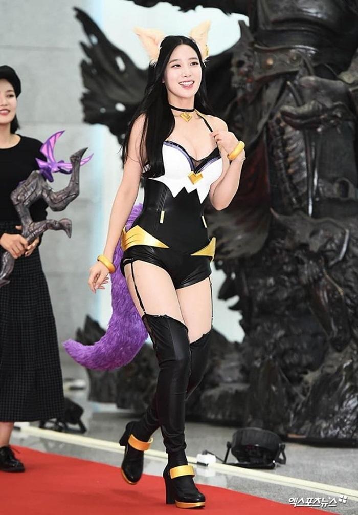 Idol Hàn gây tranh cãi vì diện trang phục cosplay 'bức tử' vòng 1